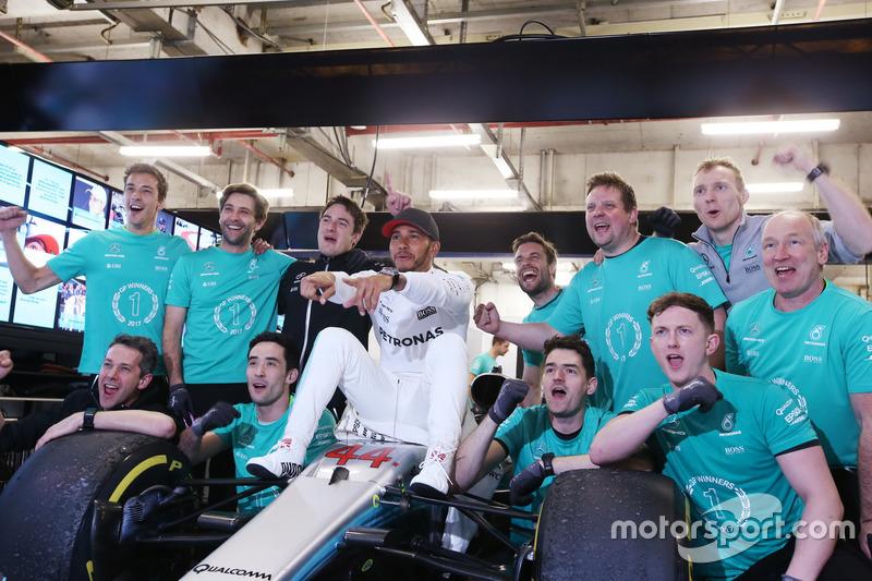 Lewis Hamilton, Mercedes AMG, feiert mit dem Team