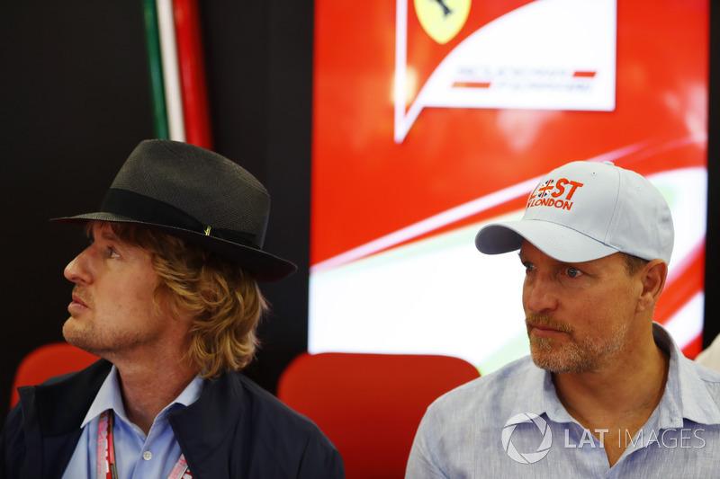Оуен Вілсон, Вуді Харрельсон у гаражі Ferrari