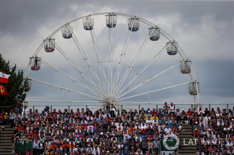 Fans y rueda de la fortuna