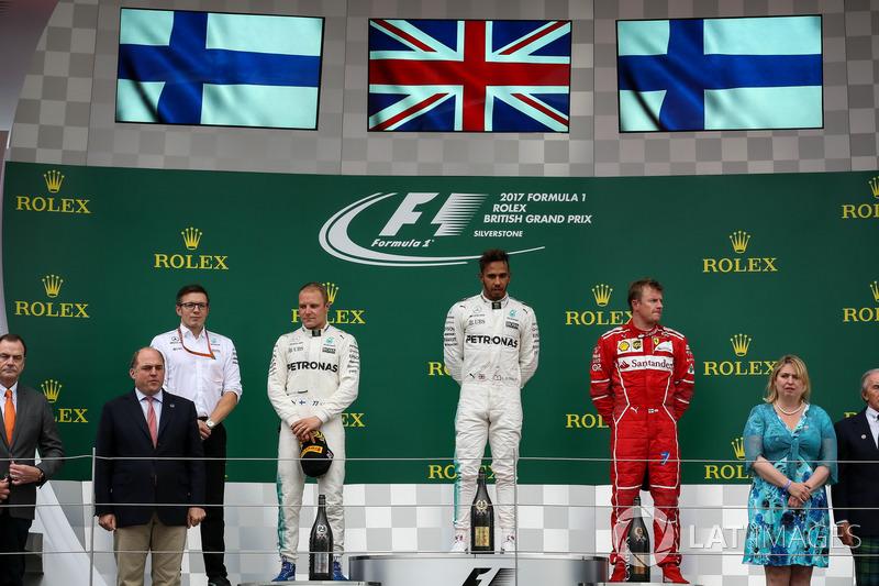 Льюіс Хемілтон, Mercedes AMG F1, Валттері Боттас, Mercedes AMG F1, Кімі Райкконен, Ferrari, гоночний інженер Mercedes AMG F1 Пітер Боннінгтон