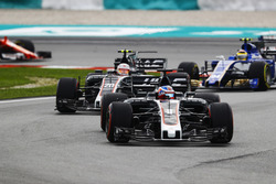 Romain Grosjean, Haas F1 Team VF-17, Kevin Magnussen, Haas F1 Team VF-17, Pascal Wehrlein, Sauber C36