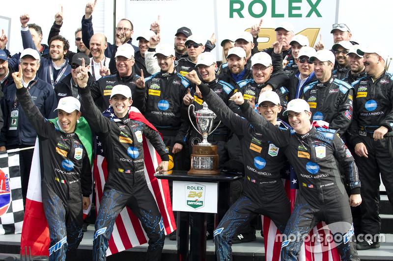 Ganadores #10 Wayne Taylor Racing Cadillac DPi: Ricky Taylor, Jordan Taylor, Max Angelelli, Jeff Gor