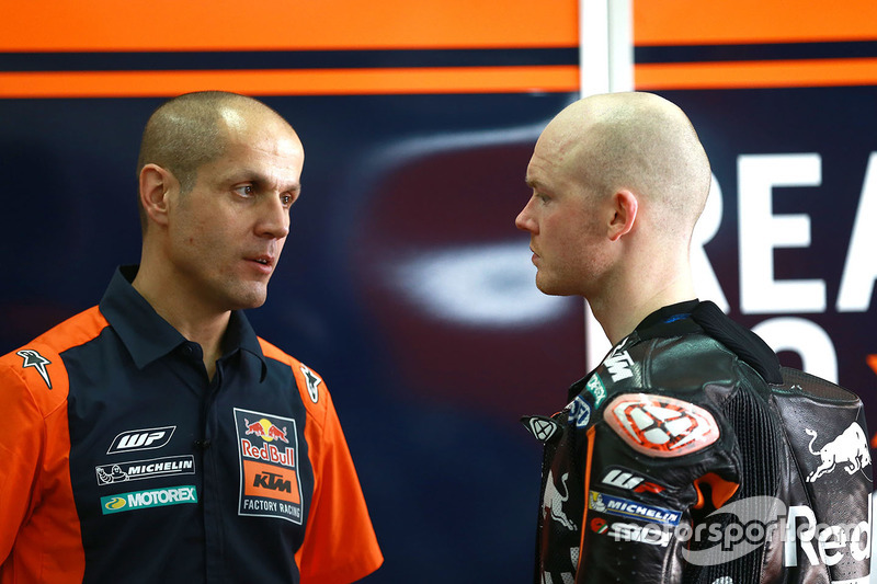 Bradley Smith, Red Bull KTM Factory Racing con Tom Jojic
