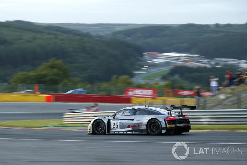 #25 Audi Sport Team Sainteloc Racing Audi R8 LMS: Markus Winkelhock, Christopher Haase, Jules Gounon