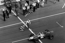 Jack Brabham, Brabham BT24 Repco takes the win