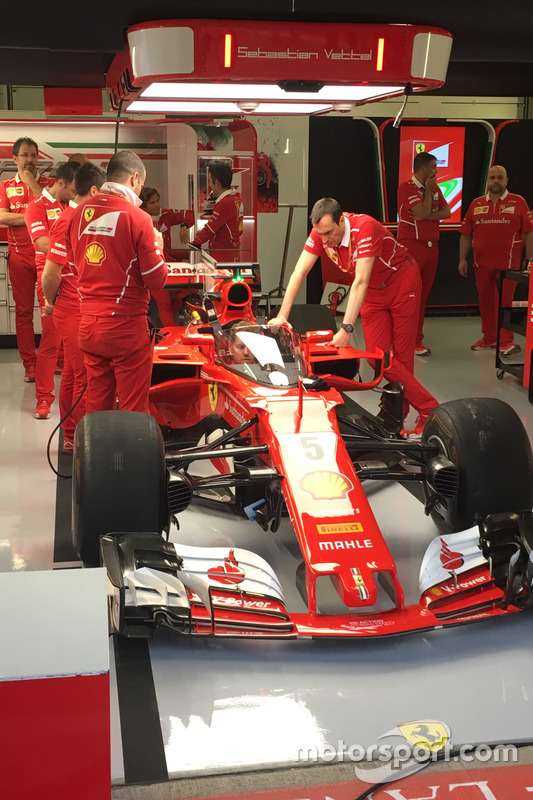 Себастьян Феттель в боліді Ferrari SF70-H, оснащеним захистом Щит