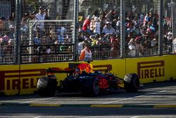 La voiture en panne de Daniel Ricciardo, Red Bull Racing RB13