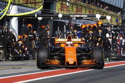 Stoffel Vandoorne, McLaren MCL32, leaves the pits after an early tyre change.