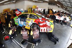 Kyle Busch, Joe Gibbs Racing Toyota, crew members