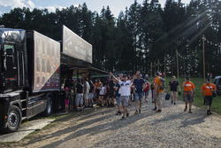 Fans and atmosphere on the campsite