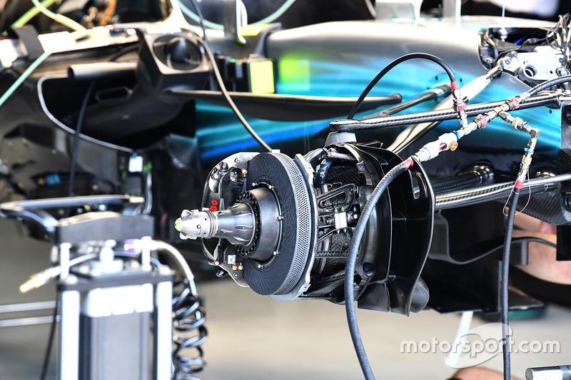 Mercedes W08: Vorderrad-Aufhängung