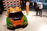 Grasser Racing Team, Lamborghini Huracan GT3, Armando Donazzan, proprietario Orange1 Racing, e il giovane fumettista Alessandro