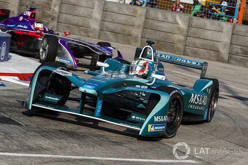 Antonio Felix Da Costa, Andretti Formula E, leads Alex Lynn, DS Virgin Racing