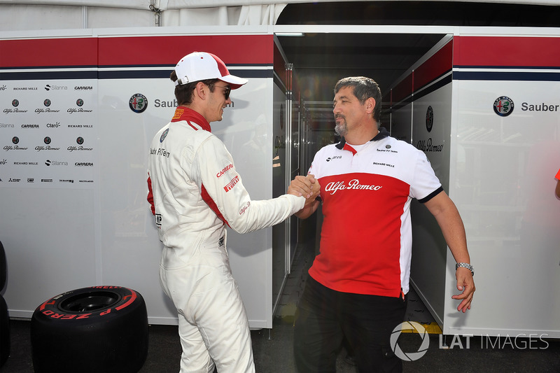 Charles Leclerc, Sauber celebrates with the team
