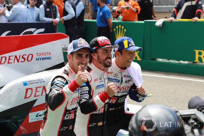 Kazanan #8 Toyota Gazoo Racing Toyota TS050: Sébastien Buemi, Kazuki Nakajima, Fernando Alonso