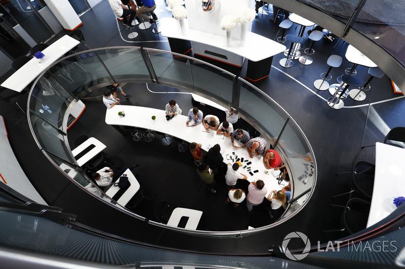 Stoffel Vandoorne, McLaren, parle aux médias