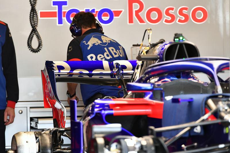 Scuderia Toro Rosso STR13 ala trasera