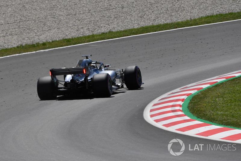 Lewis Hamilton, Mercedes-AMG F1 W09 dengan lampu pada sayap belakang