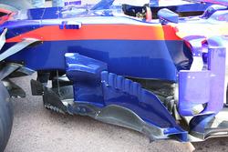 Scuderia Toro Rosso STR13, dettaglio di bargeboard e deviatori di flusso