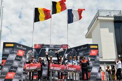 Podio: ganador de la carrera # 1 belga Audi Club Team WRT Audi R8 LMS: Alex Riberas, Christopher Mies, segundo lugar # 2 belga Audi Club Team WRT Audi R8 LMS: Will Stevens, Dries Vanthoor, tercer lugar # 25 Sainteloc Racing Audi R8 LMS: Simon Gachet, Christopher Haase