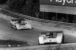 Denny Hulme, McLaren M8D-Chevrolet; Dan Gurney, McLaren M8D-Chevrolet