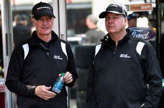 Eddie Wood and Len Wood, Paul Menard, Wood Brothers Racing, Ford Mustang Menards / MOEN