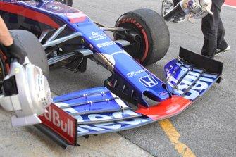 Toro Roso STR14 nose detail