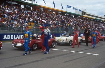 Johnny Herbert, Benetton, Damon Hill, Williams, Jean Alesi, Ferrari, Eddie Irvine, Jordan y Michael Schumacher, Benetton Ford en el desfile de pilotos
