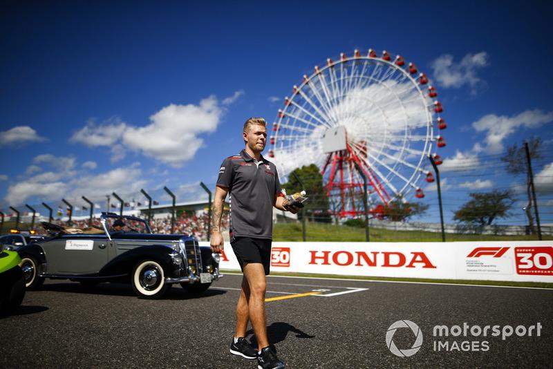 Kevin Magnussen, Haas F1 Team, en el desfile de pilotos