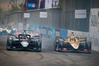 Andre Lotterer, DS TECHEETAH, DS E-Tense FE19 overtakes Stoffel Vandoorne, HWA Racelab, VFE-05