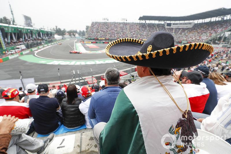 Un fan con un sombrero