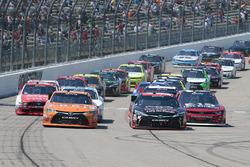 Start: Daniel Suarez, Joe Gibbs Racing Toyota and Sam Hornish Jr., Joe Gibbs Racing Toyota lead