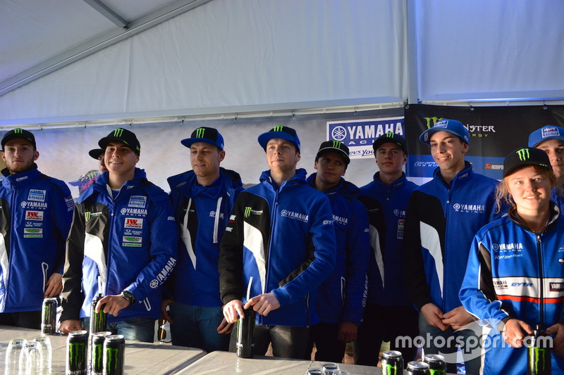 """Presentación """"Proyecto azul jóvenes corredores"""" Yamaha"""