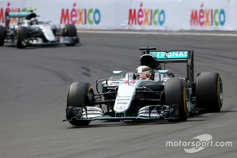 Lewis Hamilton, Mercedes AMG F1; Nico Rosberg, Mercedes AMG F1