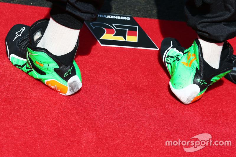 Botas de carrera de Nico Hulkenberg, Sahara Force India F1 durante el himno nacional