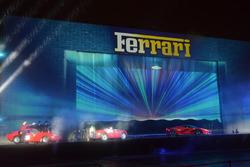 Ferrari 125 S, Ferrari 250 GTO e Ferrari LaFerrari durante lo spettacolo fatto per i 70 anni della Ferrari