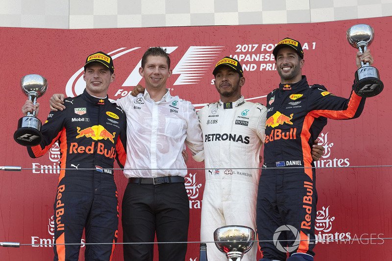 Max Verstappen e Daniel Ricciardo completaram o pódio em Suzuka.