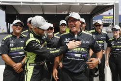 Polesitter Charlie Kimball, Chip Ganassi Racing Honda places the P1 sticker on crew chief Ricky Davis