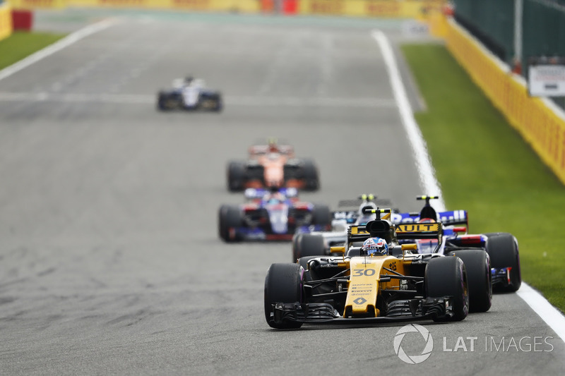 Джоліон Палмер, Renault Sport F1 Team RS17, Карлос Сайнс-мол., Scuderia Toro Rosso STR12