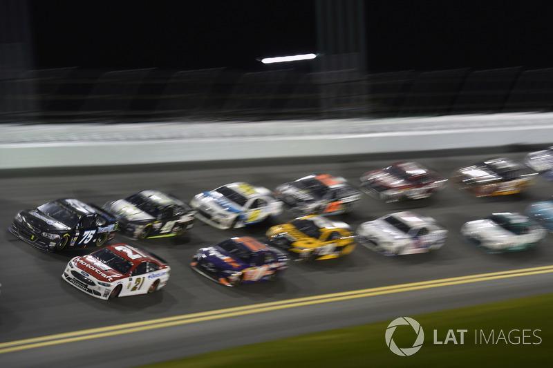 Ryan Blaney, Wood Brothers Racing Ford, Brendan Gaughan, Beard Motorsports Chevrolet