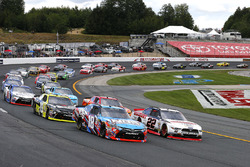 Start: Kyle Busch, Joe Gibbs Racing Toyota, Brad Keselowski, Team Penske Ford