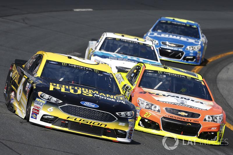 Trevor Bayne, Roush Fenway Racing Ford Paul Menard, Richard Childress Racing Chevrolet