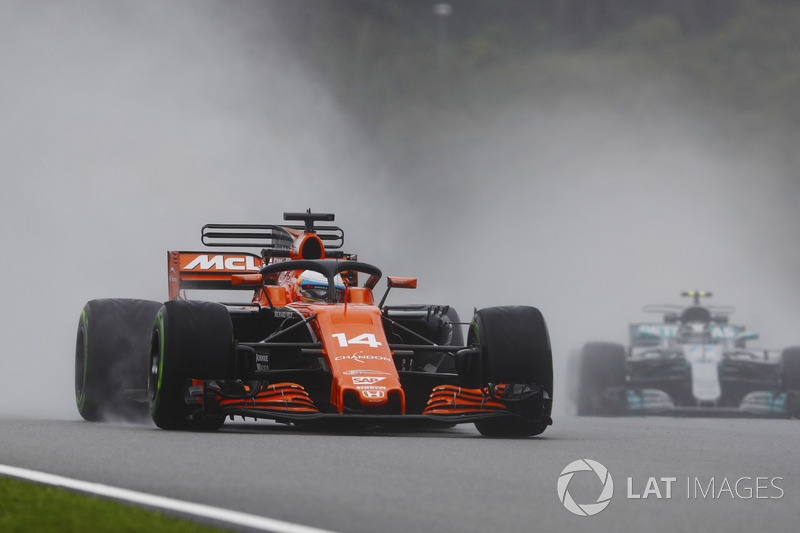 Fernando Alonso, McLaren MCL32 with halo