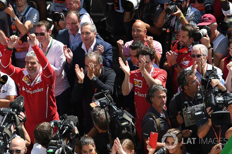 Керівник команди Ferrari Мауріціо Аррвабене, генеральний иректор FIAT Серджіо Маркіонне, технічний директор Ferrari Маттіа Бінотто, віце-президент Ferrari П'єро Феррарі