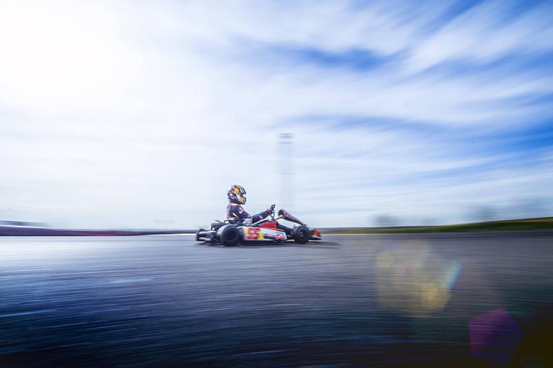 Гонщик Scuderia Toro Rosso Карлос Сайнс-мл. за рулем карта