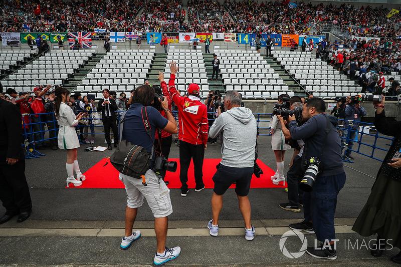 Kimi Raikkonen, Ferrari waves to the fans