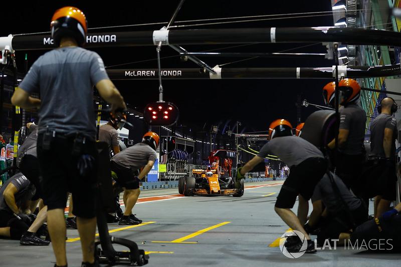 Boxenstopptraining: Fernando Alonso, McLaren MCL32