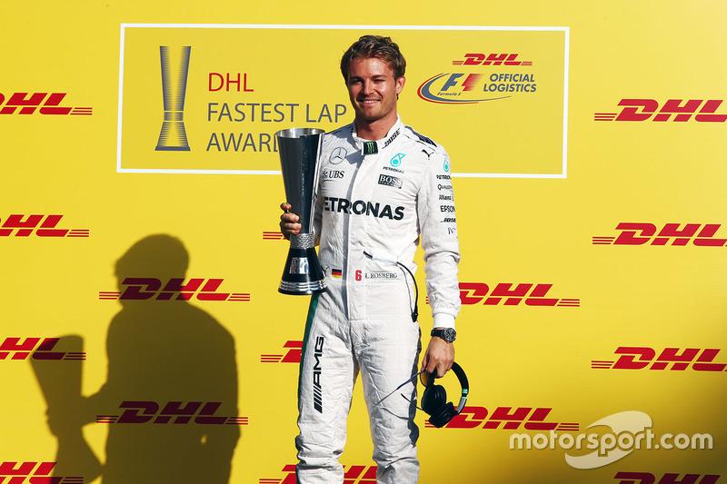 Nico Rosberg, Mercedes AMG F1 con el Premio de vuelta más rápida de DHL