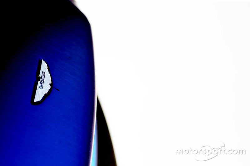 #90 TF Sport, Aston Martin V8 Vantage logo detail
