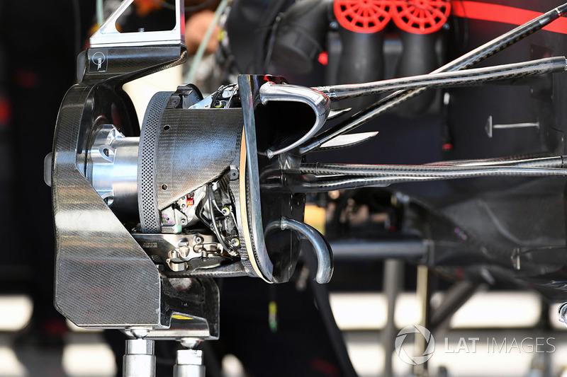 Red Bull Racing RB13 ön tekerlek göbeği detayı